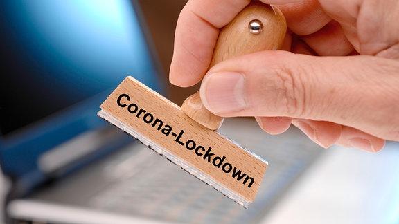 Stempel mit der Aufschrift Corona-Lockdown