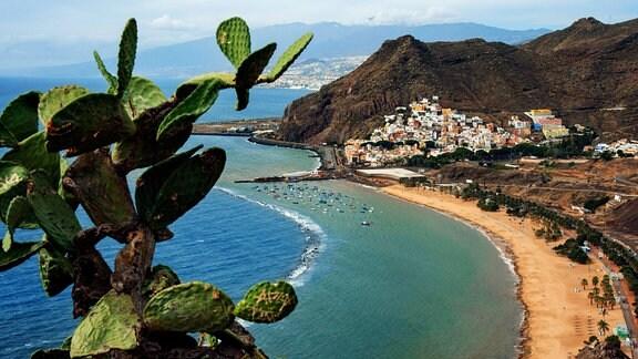 Blick auf den Teresitas Beach und San Andres auf Teneriffa, Kanarische Inseln, Spanien.