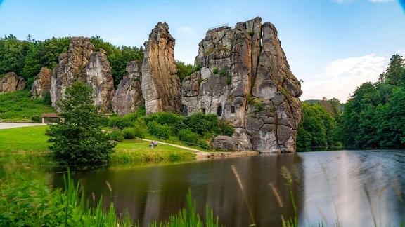 Die Externsteine, eine Sandstein Felsformtation, Wiembecketeich, im Teutoburger Wald, bei Horn-Bad Meinberg