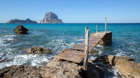 Bucht und Strand auf Ibiza