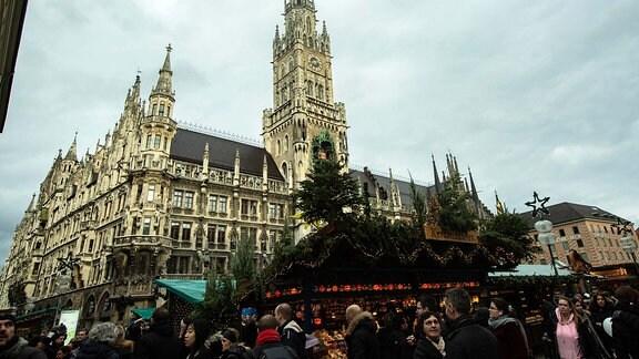 Christkindlmarkt am Marienplatz, Weihnachtsmarkt vor dem Rathaus.
