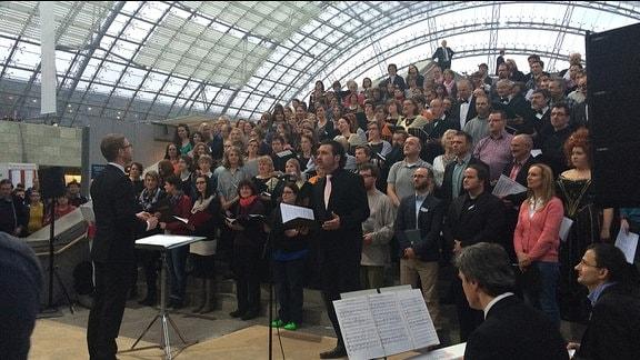 Auftritt des Buchmessechores auf der Leipziger Buchmesse 2015 in der Messehalle - initiiert vom Leipziger Synagogalchor