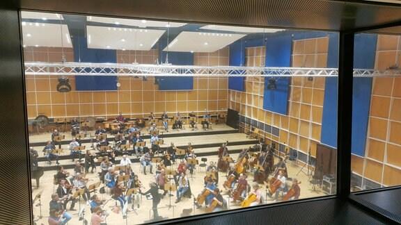 Blick von oben in den Orchestersaal des MDR-Sinfonieorchesters