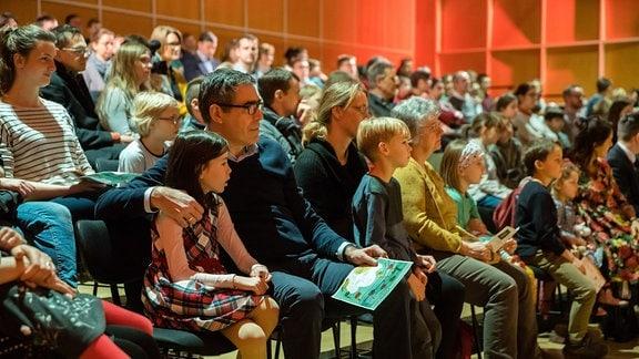 """Das Publikum beim MDR-Familienkonzert """"Ludwig Fun"""" im MDR-Studio am Leipziger Augustusplatz"""