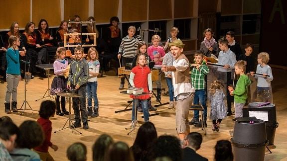 """Kinder auf der Bühne beim MDR-Familienkonzert """"Ludwig Fun"""" im MDR-Studio am Leipziger Augustusplatz"""
