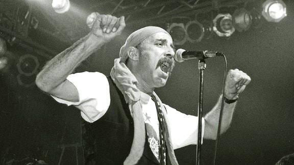 Band City mit Frontmann Toni Krahl beim Ostival 1992 in Halle/Saale