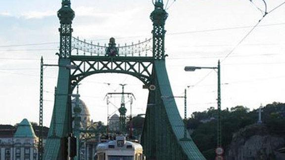 Straßenbahnbrücke in Budapest