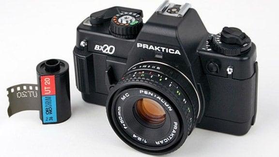 KB-Spiegelreflexkamera Praktica BX 20, Hersteller: VEB Pentacon Dresden, 1986/87,  Design: Manfred Claus, Reinhard Voigt (Objektive)