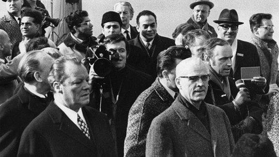 Willy Brandt (l.) und Willy Stoph (r.) am 19. März 1970 in Erfurt