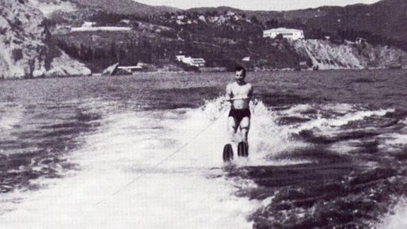 Gagarin fährt Wasserski an der Krim