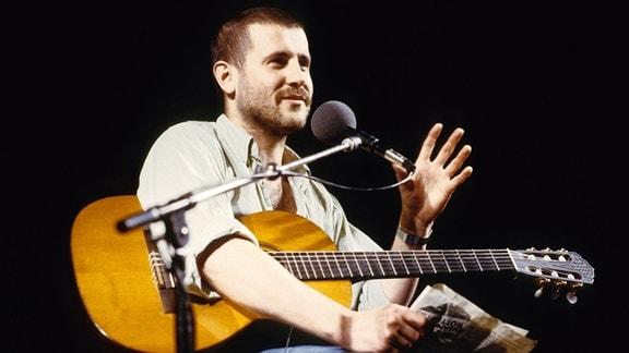 Stephan Krawczyk: Konzert des Songwriters in den 80er Jahren in Hamburg.