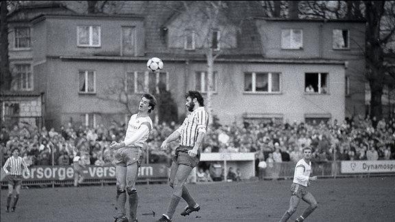 Dirk Stahmann köpft 1990 gegen den HSV
