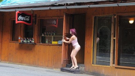 Prostituierte auf Parkplatz vor tschechischem Grenzort Dubi, 2006