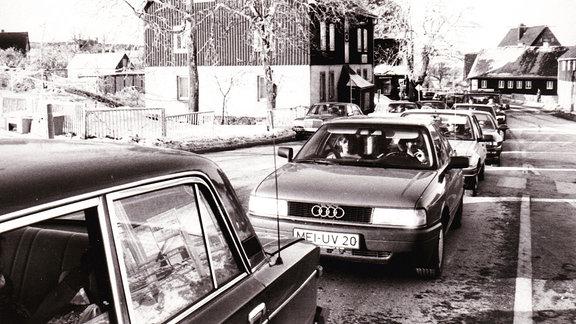 Rückstau vom Grenzübergang bis in die Ortslage Zinnwald, 1995