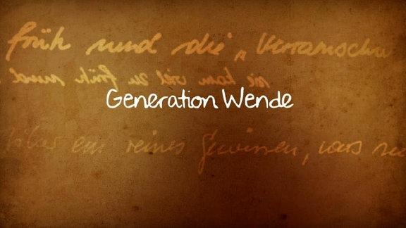 """Eine bräunliche Tafel worauf in Schreibschrift """"Generation Wende"""" steht."""