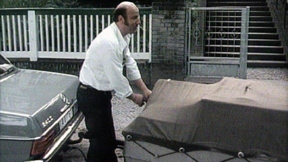 Manfred Krug mit seinem Mercedes.