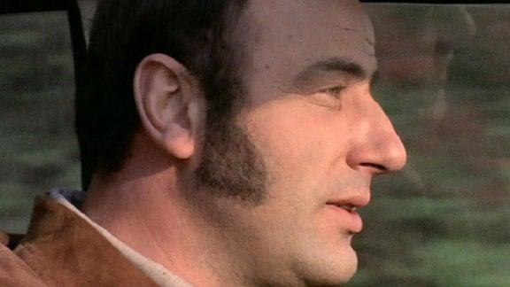 (Filmszene) Manfred Krug aufgenommen im Profil mit Koteletten.