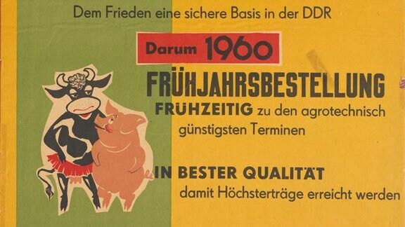"""Agitationsplakat zur """"Frühjahrsbestellung auf neue Art"""", nämlich """"in der Genossenschaft"""", der SED-Bezirksleitung Schwerin 1960."""