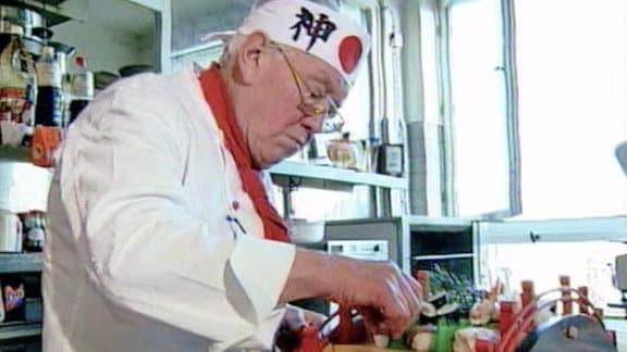 Rolf Anschütz beim Japanischkochen