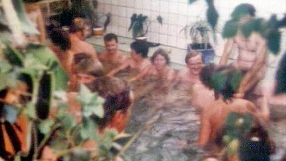 Gäste beim rituellen Reinigungsbad