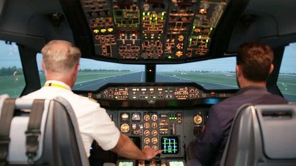 ECHT-Moderator Sven Voss unterwegs mit den Corona-Cockpit-Helden