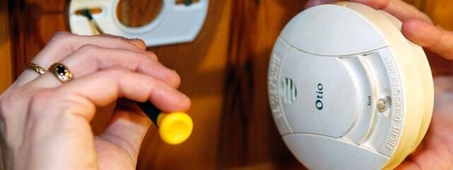 Rauchmelder Pflicht Eigenheim pflicht für rauchmelder wer kontrolliert sie mdr de
