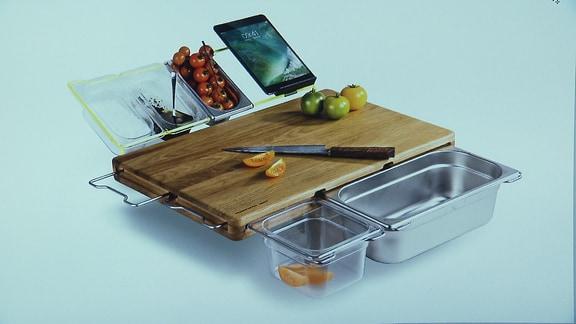 Küchenbrett mit mehreren Ablagemöglichkeiten