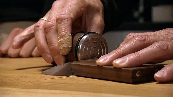 Rollender Messerschärfer im Einsatz