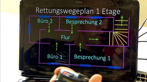 Ein Rettungsplan wird auf einem Laptop-Display angezeigt.