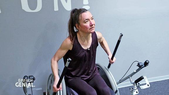 Testerin des Rollstuhltrainers