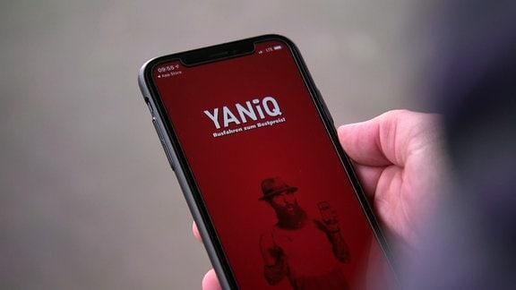Auf einem Smartphone ist eine App geöffnet.
