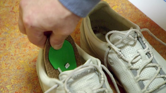 Sensoren auf den Innensohlen von Schuhen