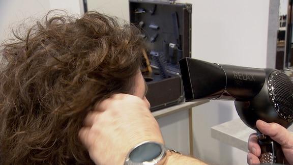 Haartrockner im Einsatz