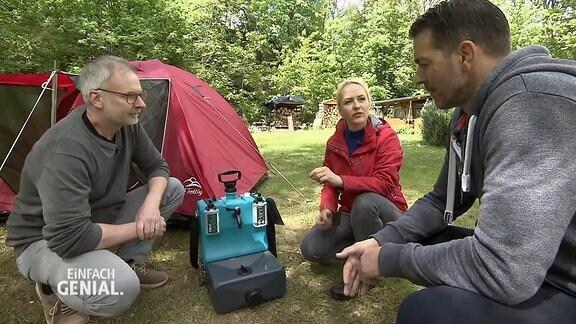 Menschen auf einem Campingplatz