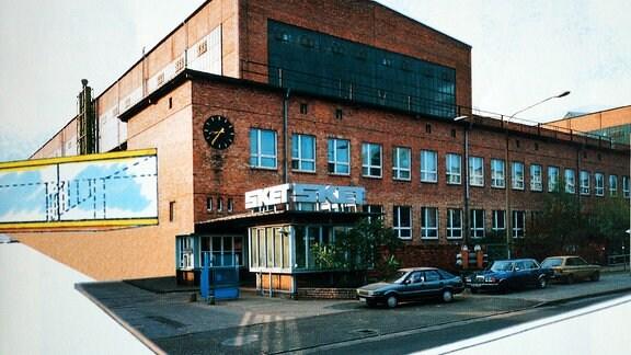 Alte Aufnahme vom SKET-Eingang in Magdeburg