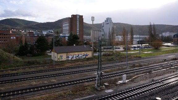 Blick auf ein Betriebsgelände in Schwarza