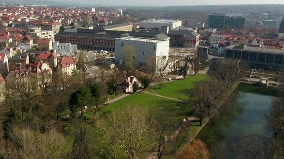 Das Bauhaus-Museum in Weimar aus der Luft gesehen