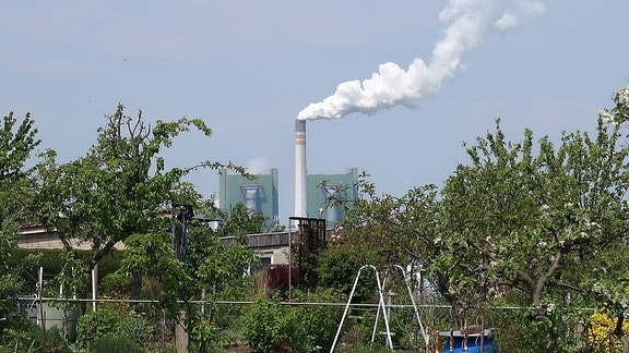 Chemiebetrieb am Horizont