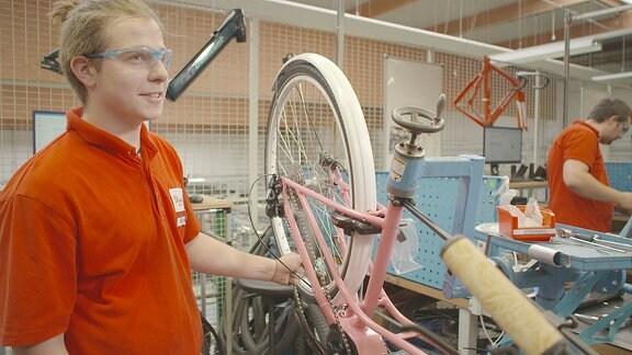 Lehrling 1.Lehrjahr im Diamant Fahrradwerk Hartmannsdorf