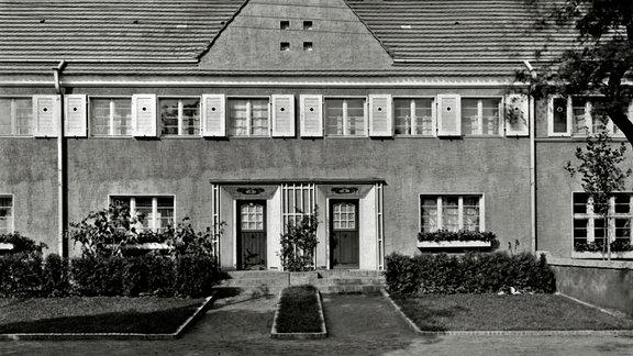 Gartenstadt Piesteritz: © Coswiger Straße - Aus der Piesteritz-Serie von Klaus Beneke