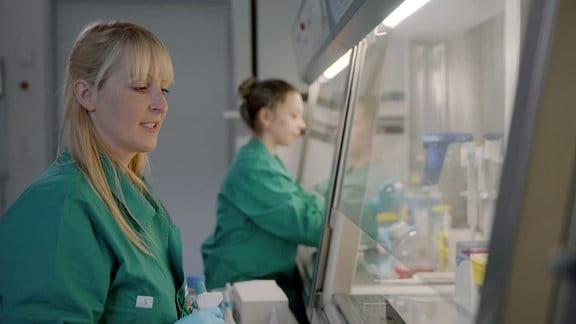 Frauen in einem Labor