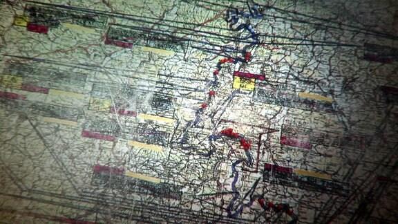Überlagerung aus farbigen Linien und Punkten