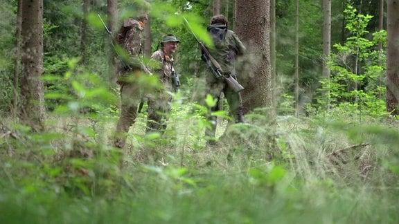 Drei Jäger im Wald