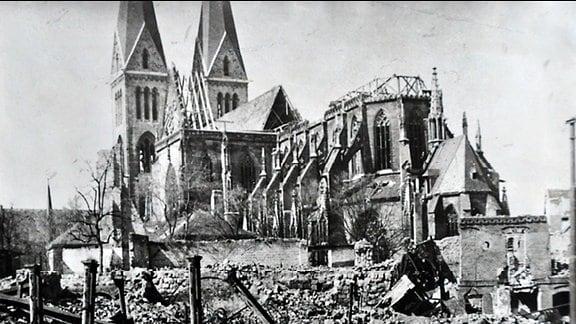 Zerbombter Dom zu Halberstadt