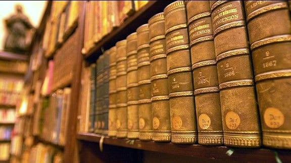 Historische Bücher in einer Bibliothek