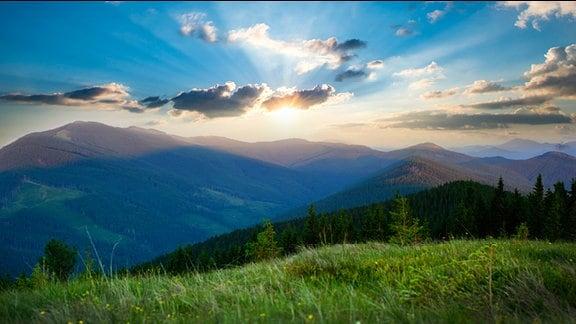 Sonnenaufgang in den Karpaten