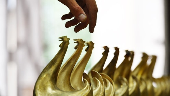 Bronze-Skulpturen des Medienpreises Goldene Henne, 2016