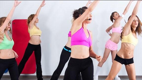 Frauen in einem Aerobic-Kurs