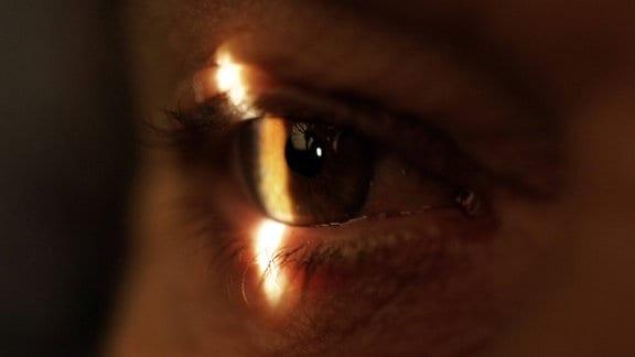 Lichtschein auf einem Auge