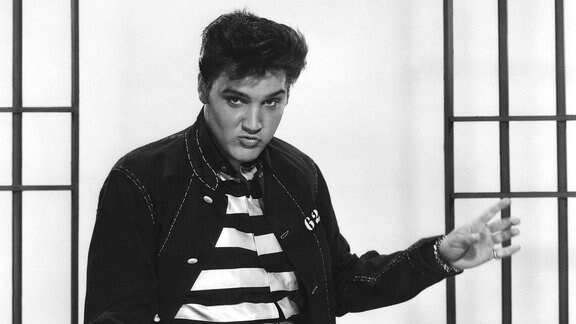 Elvis Presley in Hüftschwung-Pose